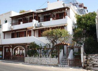 Ενοικιαζόμενα δωμάτια Amorani στην Άνδρο, Μπατσί
