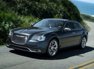 Το Chrysler 300 ανανεώνεται και συνεχίζει