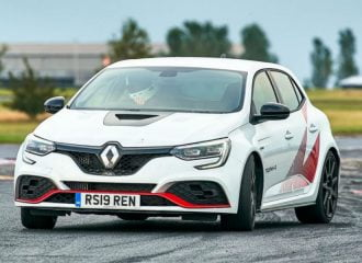 To Renault Megane R.S. Trophy-R είναι το ίδιο γρήγορο με την Alfa Giulia Q (+video)