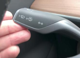 H Tesla αλλάζει τους υαλοκαθαριστήρες μετά από 116 χρόνια!
