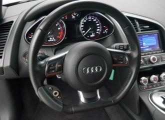 Audi R8 1ης γενιάς με στάνταρ «τεμπέλη»!