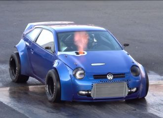 Δικινητήριο VW Lupo 1.800 ίππων «ξεμπαζώνει» την άσφαλτο (+video)
