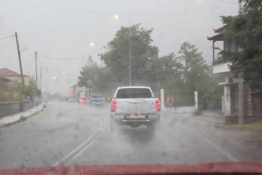 Οδήγηση στη βροχή: Τι πρέπει να προσέχουμε;