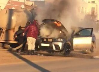 Βυτιοφόρο λυμάτων σβήνει φωτιά σε BMW X6 (+video)