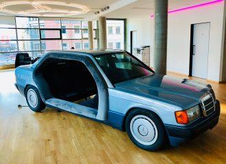 Mercedes 190 μετατράπηκε σε meeting room!