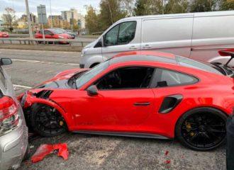 Πήρε test drive Porsche 911 GT2 RS και την έκανε χάλι!
