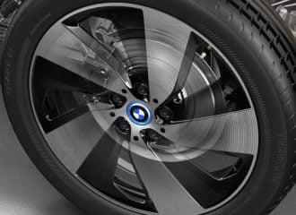 BMW με 277.000 χλμ. φοράει τα ίδια τακάκια!