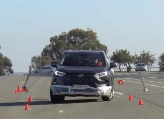 Το νέο VSC έσωσε τo Toyota RAV4 στον «τάρανδο»