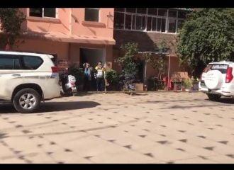 Κινεζικό SUV ντροπιάζει F-150 και Land Cruiser (+video)