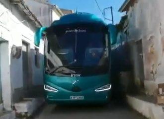 ΚΤΕΛ περνάει «στην τρίχα» από σπίτια! (+video)