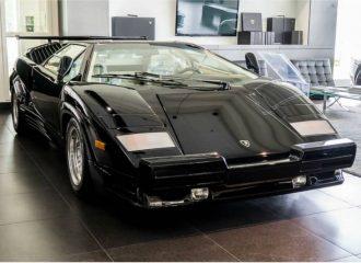 Πωλείται Lamborghini Countach του '90 με τις ζελατίνες!