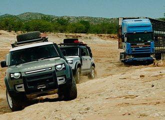 Νέα Land Rover Defender «σώζουν» νταλίκα 20 τόνων!