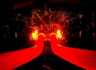 Φωτιά και λάβρα το μοτέρ της Aston Martin (+video)