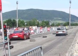 Skoda Target ταπεινώνει Ferrari 458 Italia! (+video)