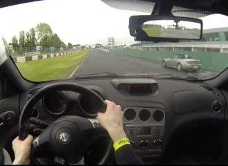 Alfa Romeo 156 GTA προσπερνάει όποιον βρει (+video)