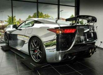 Άστρωτο και νίκελ Lexus LFA πωλείται για 1 εκατ. ευρώ!