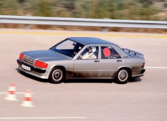 Το ρεκόρ των 200+ ωρών της Mercedes 190E 2.3-16