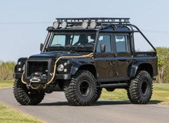 Δημοπρατείται το Land Rover Defender του James Bond!