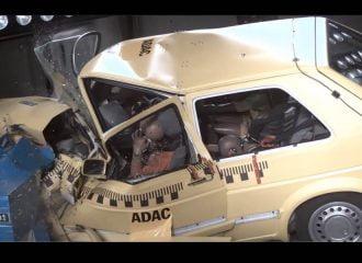 Πόσο γερή λαμαρίνα είχαν τα παλιά αυτοκίνητα; (+video)