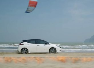 Είναι ταχύτερο το Nissan LEAF από τον αέρα και τη φωτιά;