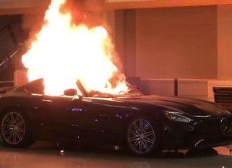 Διαδηλωτές έκαψαν Mercedes-AMG GT (+videos)