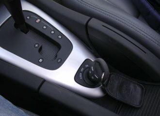 Ποια αυτοκίνητα είχαν τη μίζα ανάμεσα στα καθίσματα;