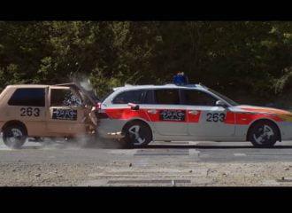 Fiat Uno μένει μισό σε σύγκρουση με BMW 5 (+video)