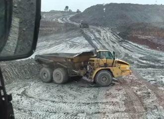 «Χεράς» ντριφτάρει φορτηγό 33 τόνων (+video)