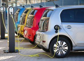 Ποια είναι τα 140 ηλεκτρικά αυτοκίνητα που επιδοτούνται