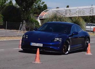 «Τραπέζι» η Porsche Taycan στον τάρανδο (+video)