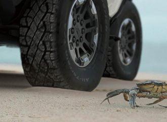 Το νέο Hummer θα στρίβει σαν τον κάβουρα!