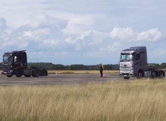 Scania R500 ρίχνει καρότσες σε Mercedes-Benz Actros