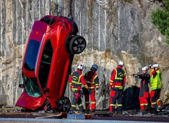 Volvo κάνουν βουτιά από τα 30 μέτρα! (+video)