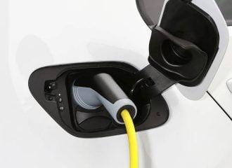 Τι χαλάει πιο γρήγορα στα ηλεκτρικά αυτοκίνητα;