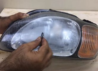 Ξεθάμπωμα φαναριών με ξυραφάκι! (+video)