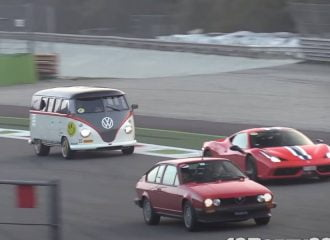 VW Transporter καταδιώκει Ferrari Speciale! (+video)