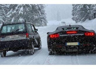 Fiat Panda τα βάζει με Ferrari SF90 Stradale!