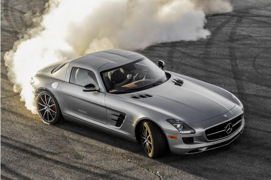Η Mercedes πούλησε 2 ολοκαίνουργιες SLS!