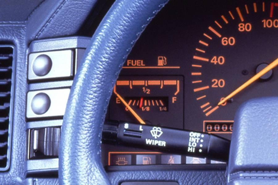 Ποιο αυτοκίνητο είχε ευφυή διπλό δείκτη καυσίμου;