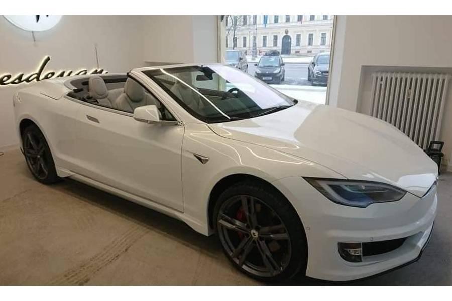 Το μοναδικό κάμπριο Tesla Model S προκαλεί σύγχυση
