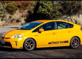 Ένα ταξί Toyota Prius διαφορετικό από τα άλλα