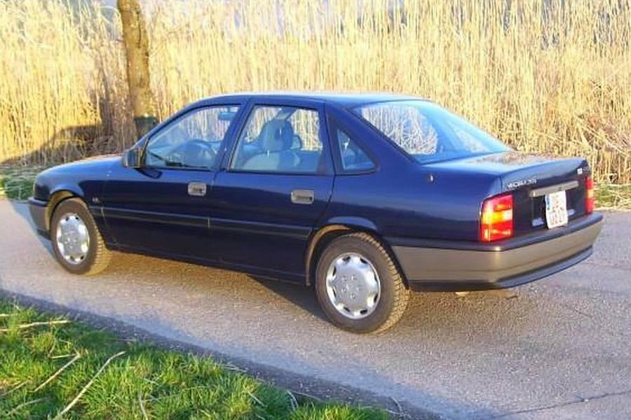Πλούσιο Opel Vectra 31 ετών μοιάζει χθεσινό