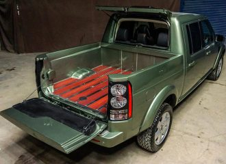 Land Rover Discovery για κοστουμάτους αγρότες
