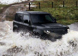 Τσουνάμι ισχύος το νέο Land Rover Defender 525HP!