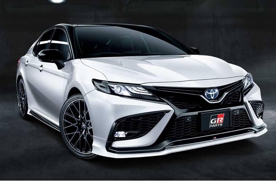 Ιαπωνικές περιποιήσεις για το Toyota Camry