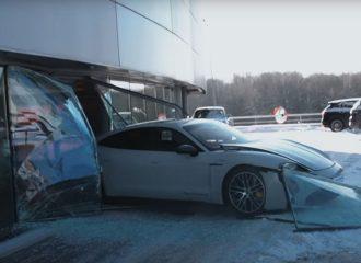 Vlogger πέρασε την Porsche Taycan από τζαμαρία! (+video)