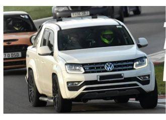 VW Amarok 400 ίππων «οργώνει» στην πίστα (+video)