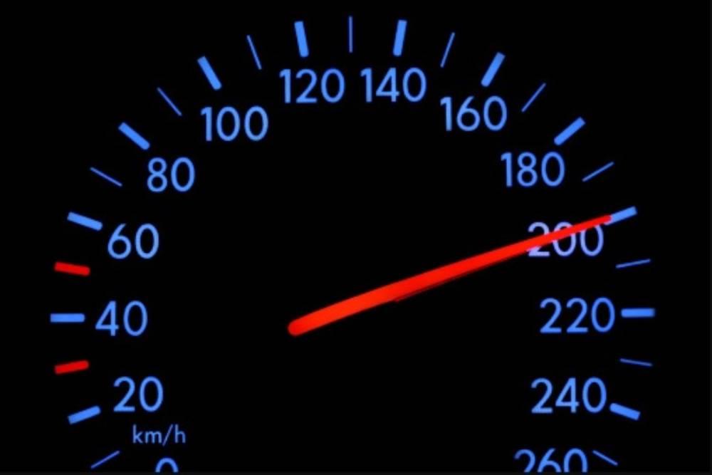 Ποιο αυτοκίνητο έπιασε πρώτο τα 200 χλμ./ώρα;