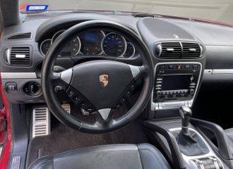 «Χαρίζεται» σπάνια χειροκίνητη V8 Porsche Cayenne