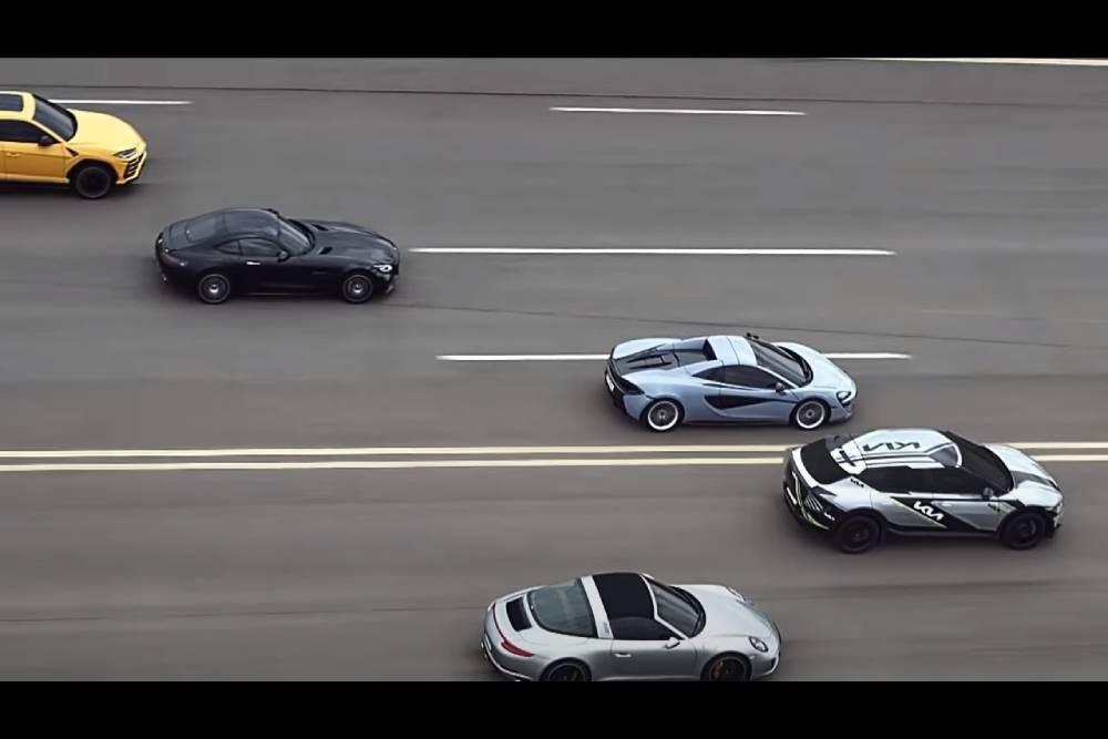Το Kia EV6 ρίχνει σε Ferrari, Porsche και Lamborghini!